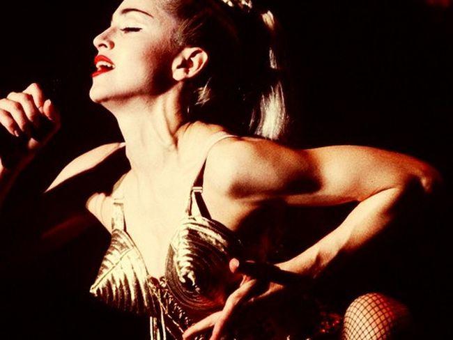 sujetador-Gaultier-diseno-Madonna-subasta_PLYIMA20121203_0005_5